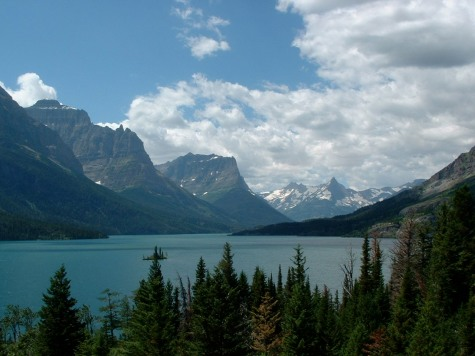 Afraid to leave the country? Check out the beauty in America like Glacier National Park, my favorite!